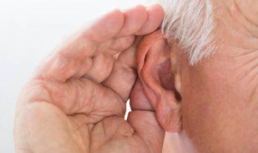Seriniti, le site spécialisé en aide auditive invisible