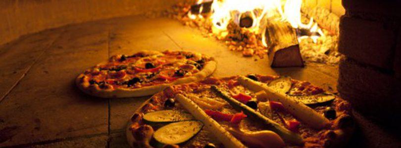 Four à pizza au feu de bois : même dans votre jardin